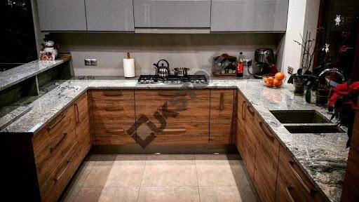 elegancka kuchnia, blat z granitu